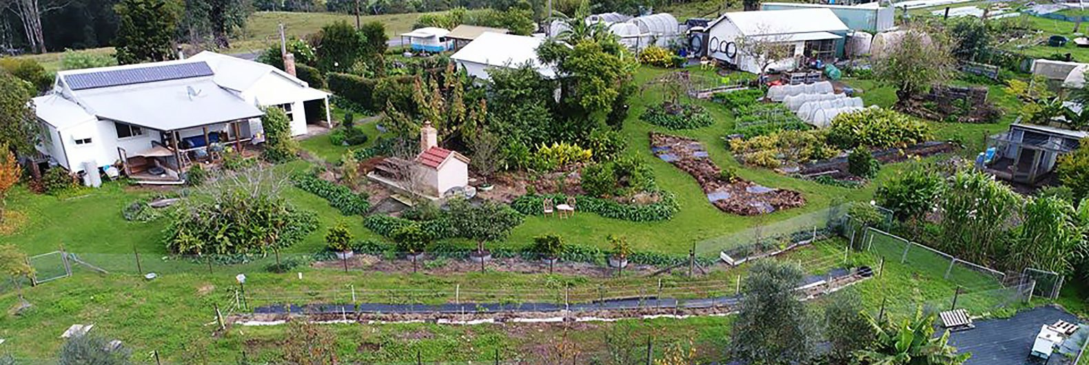 One acre permaculture garden feeds 50 families for Permaculture exemple