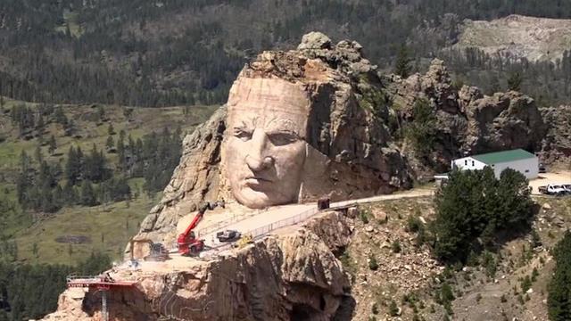 A escultura Crazy Horse do herói americano será maior que o Monte Rushmore